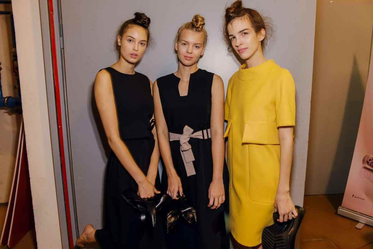 Modeli nosi PRiK komadi backstage na Ljubljana Fashion Week-u 2018