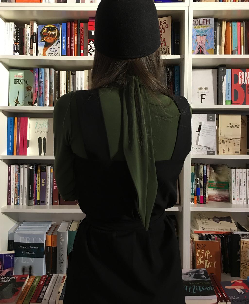 PRiK zelena rolka i crna haljina